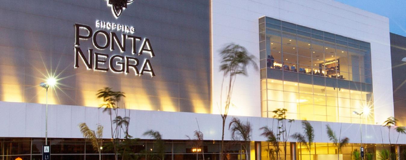 O Shopping Ponta Negra foi inaugurado em 7 de agosto de 2013, com a proposta de levar ao público de Manaus uma inovadora e diferenciada concepção de centro de compras e lazer. Desde então, esse moderno espaço vem sendo reconhecido como referência nas áreas de moda, serviços e entretenimento, além de dispor de um segmento de gastronomia que atende aos mais exigentes gostos.